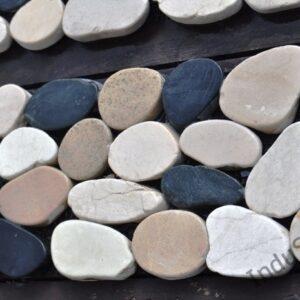 InduStone mozaika kamienna na siatce CUTTING MIX Interlock biało czarno beżowa otoczaki cięte dekor 30 x 10 cm